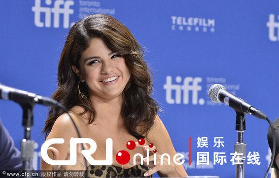 2012多伦多电影节开幕 赛琳娜豹纹裙撑《春假》露双下巴