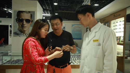 逛市场观赌石淘精品赏花鸟鱼虫尽在北京老官园