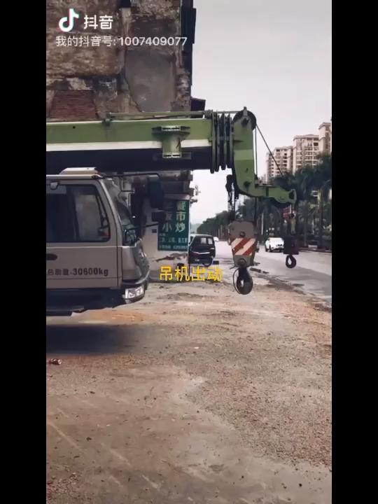 安装不易:吊机出动 北京龙鱼论坛 北京龙鱼第1张