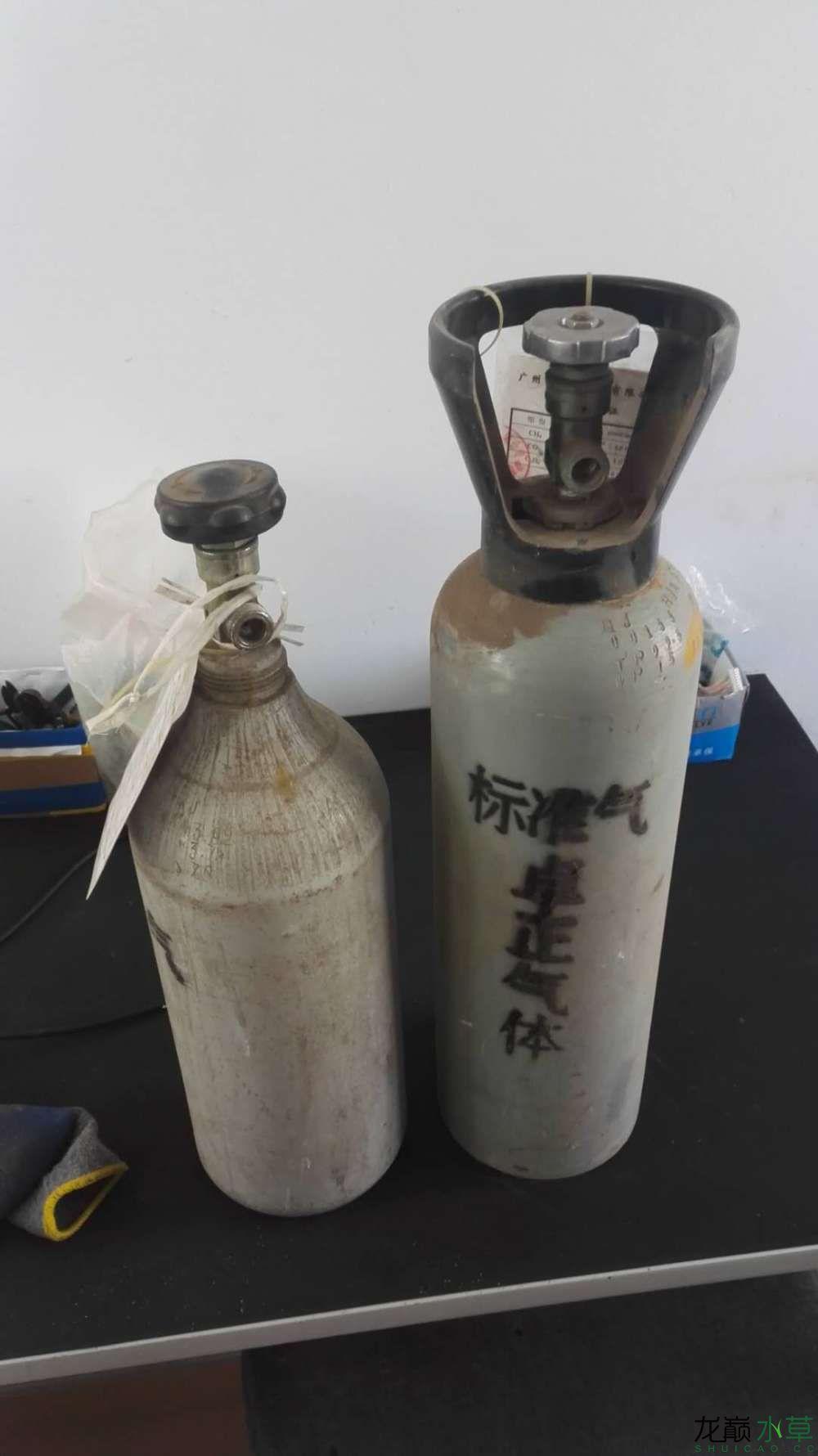 帮忙看看这个铝瓶可以充CO2吗?